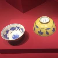 Kommen Chenghua (coll. Jingdezhen) en Kangxi (coll. Museum Prinsenhof)