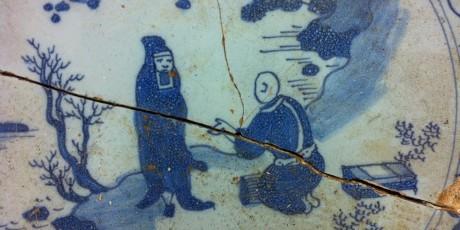 Detail archeologisch object tinglazuuraardewerk