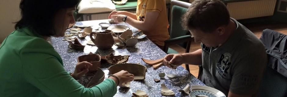 Deelnemers workshop Delfts aardewerk herkennen