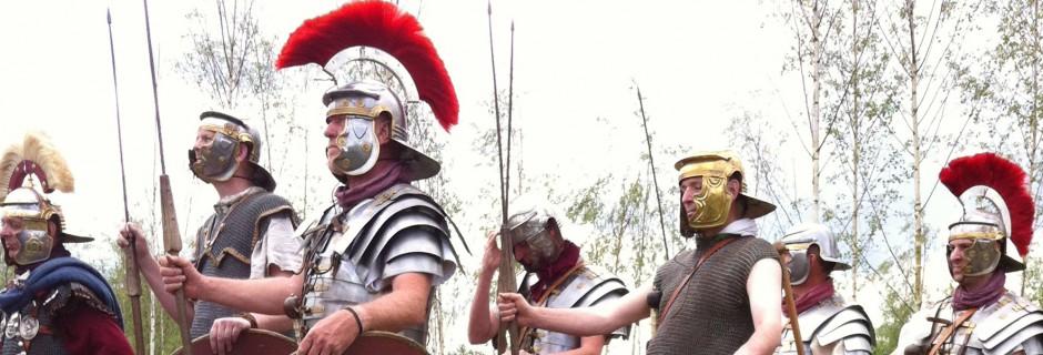'Leuke jongens' tijdens de opening van de Romeinenweek 2014