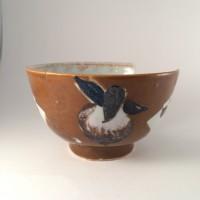 Detail decoratie van een 'gereduceerde' perzik, kopje: collectie Gemeente Vlaardingen