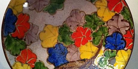 Japanse kom met esdoornbladeren